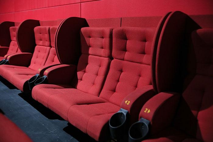 Những mùi hôi trong phòng chiếu phim tạo cảm giác không thoải mái cho khách hàng